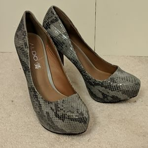 Also grey leather pumps